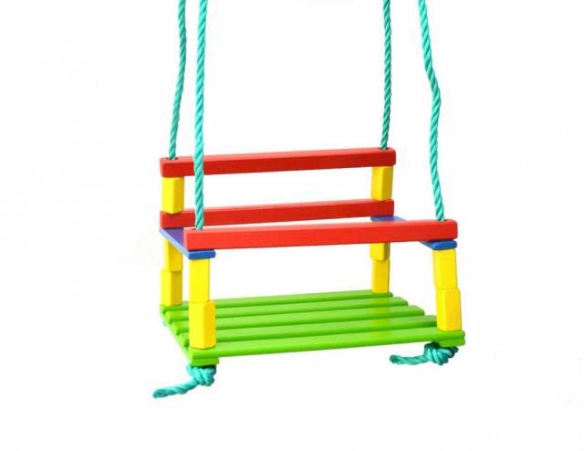 Hojdačka detská drevo farebná
