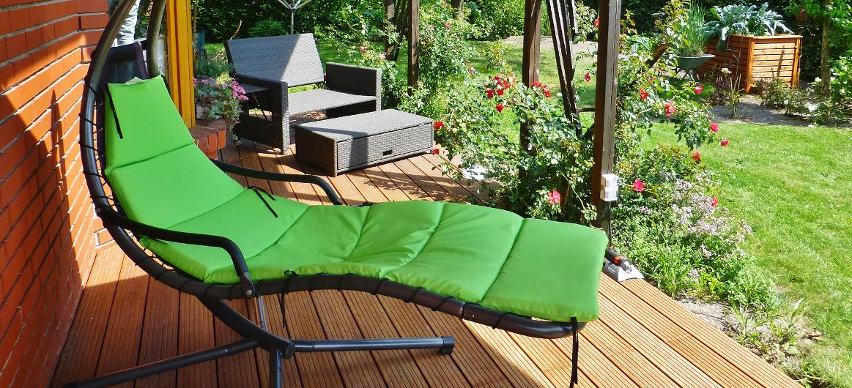 2f45264bed60a Záhradný nábytok zahŕňa množstvo druhov a typov nábytku. Môžeme ho  kategorizovať podľa funkcie, miesta použitia, ale aj podľa použitých  materiálov.