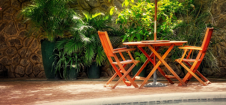 8dfaa3353f282 Nič tak nepomôže letnej pohode a nepodtrhne krásnu záhradu ako kvalitný záhradný  nábytok. Záhradné sedenie je špecifický typ nábytku.